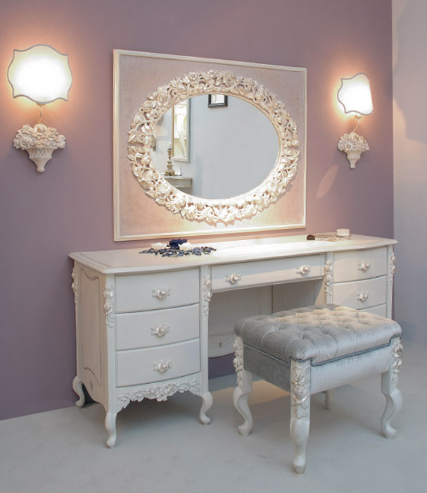 Art. 6007 Toilette 7 cassetti 7-drawer dressing table L 170 P 55 H 79 cm  Art. 6004/S Pouf Pouf L 60 P 48 H 50 cm  Art. 6003/B Specchiera Mirror L 128 H 100 cm