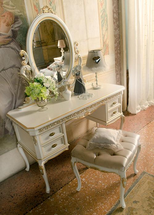 Art. 6037 Toilette 4 cassetti 4-drawer dressing table L 135 P 57 H 80 cm  Art. 6034 Panchetta Small bench L 50 P 50 H 45 cm  Art. 6033/A Specchiera Mirror L 109 H 95 cm