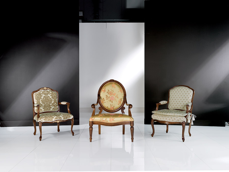 Art. 8043 Poltrona Armchair L 68 P 65 H 95 cm  Art. 8056 Poltrona Armchair L 75 P 80 H 110 cm  Art. 8044 Poltrona Armchair L 63 P 69 H 97 cm